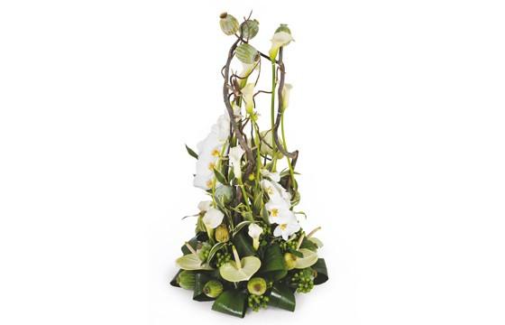 image de la composition de fleurs blanche pour un enterrement du nom de l'instant
