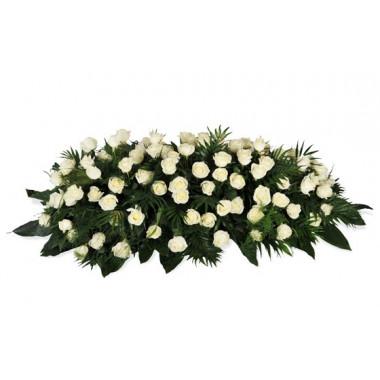 image de raquette de deuil composée de roses blanches
