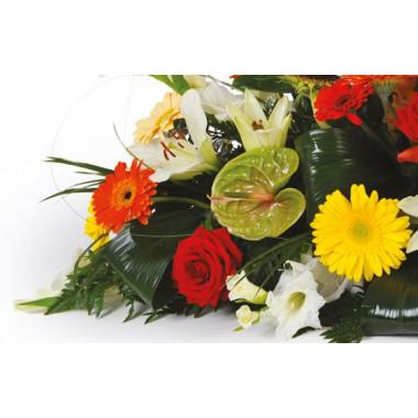 zoom sur la gauche de la compositon florale de deuil