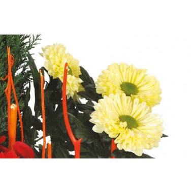 zoom sur les chrysanthèmes de la Composition de deuil rouge & jaune Jardin d'Hiver