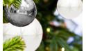 image du Sapin de Noël Décoré Blanc et Argent