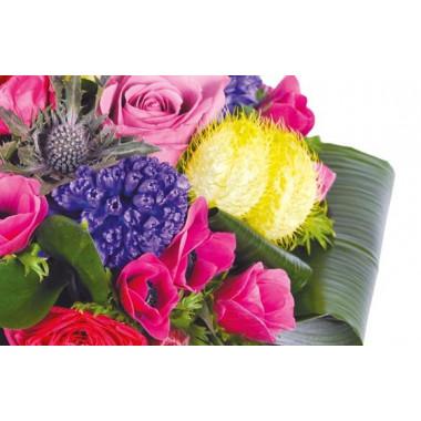zoom sur un ensemble floral du Bouquet rond de saison Sarah