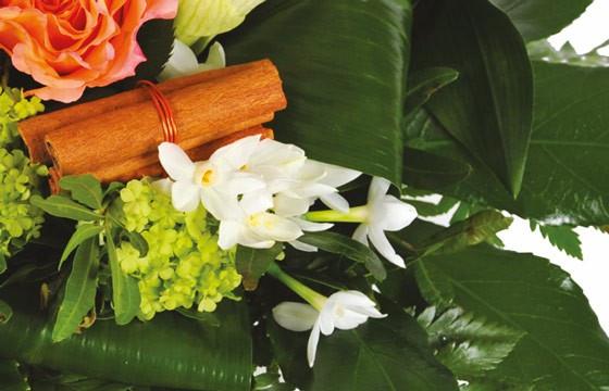 zoom sur la décoration du Bouquet de fleurs multicolore Confidence