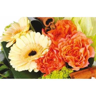 zoom sur les gerberas et viburnum du Bouquet de fleurs multicolore Confidence