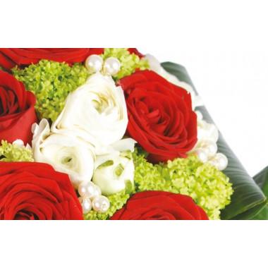 L'Agitateur Floral |zoom sur des renoncules blanches du Bouquet de fleurs Cherry
