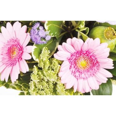 Zoom sur les gerberas rose du bouquet