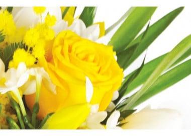 zoom sur une rose jaune du bouquet de fleurs pas chères