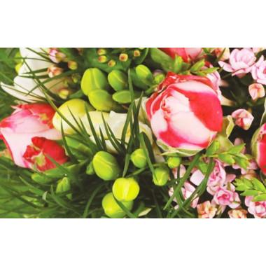 Zoom sur les rose branchues du bouquet