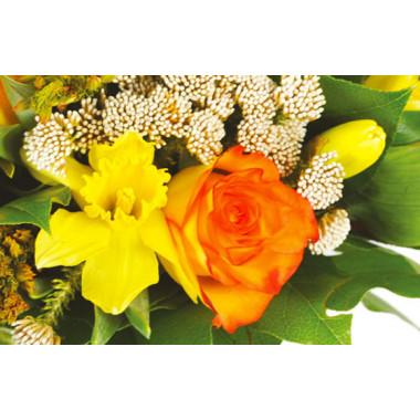 L'Agitateur Floral |zoom sur une rose orange et autre fleurs jaunes