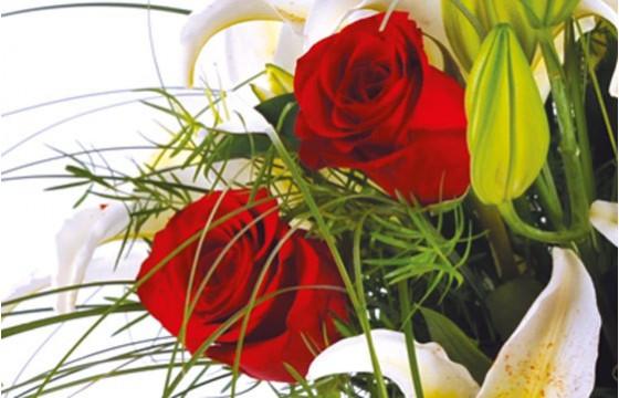 zoom sur de roses rouges du bouquet de fleurs Duchesse