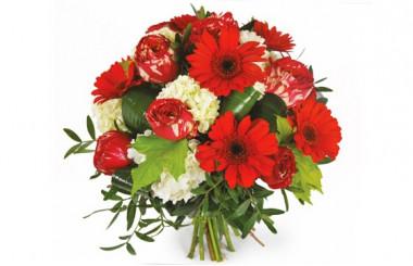 image du bouquet rond de fleurs dans les tons rouges