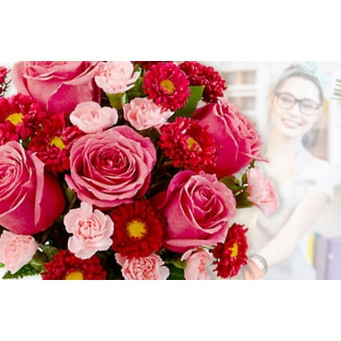 L'Agitateur Floral | image du Bouquet Surprise du fleuriste tons roses et rouges