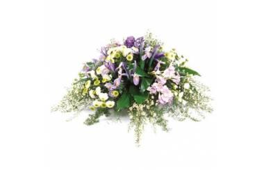 L'Agitateur Floral | Image de la composition de deuil dans les tons mauve et blanc
