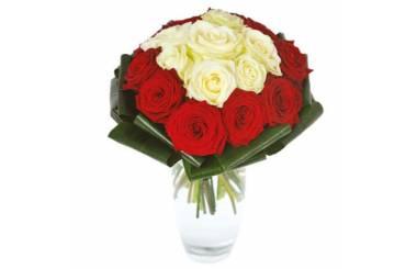 L'Agitateur Floral |image du bouquet de roses rouges et blanches