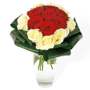 L'Agitateur Floral | Image du bouquet de roses rouges & roses blanches Complicité