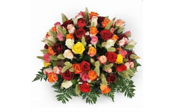 L'Agitateur Floral | image de la composition piquée de roses jaunes rouges et oranges
