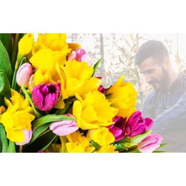 L'Agitateur Floral | Image du Bouquet Surprise de Jonquilles et de Tulipes Colorées