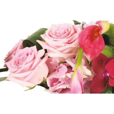 image des roses roses de la composition florale