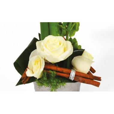L'Agitateur Floral |composition florale chic : zoom sur les roses blanches