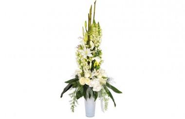 image de la composition de fleurs blanches Victoire