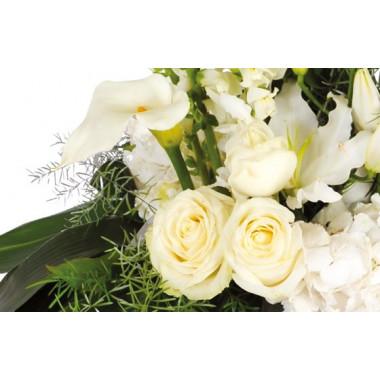 image des roses blanches de la composition florale
