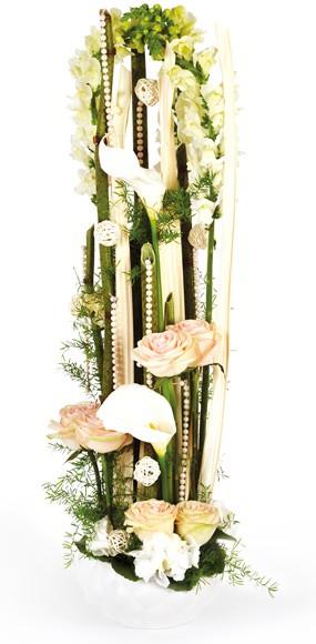 composition de fleurs en hauteur livraison par un fleuriste sous 4h l 39 agitateur floral. Black Bedroom Furniture Sets. Home Design Ideas