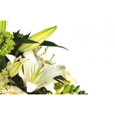 zoom sur des lys de la composition florale