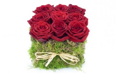 image de la composition florale carré de roses rouges