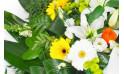 vue sur les gerberas jaune, lys et rose
