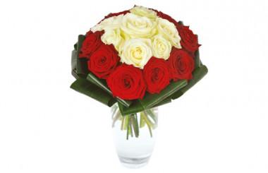 image du bouquet de roses rouges et blanches
