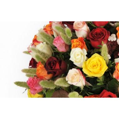 zoom sur la gauche de la composition de roses