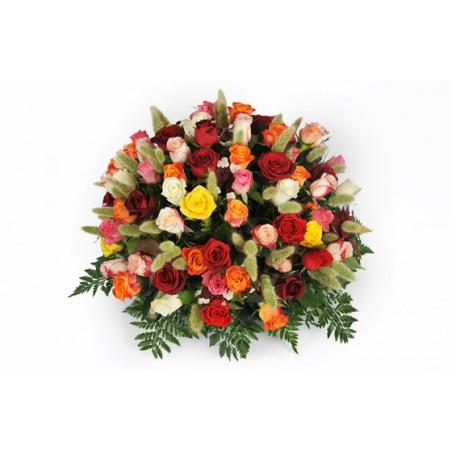 image de la composition piquée de roses jaunes rouges et oranges