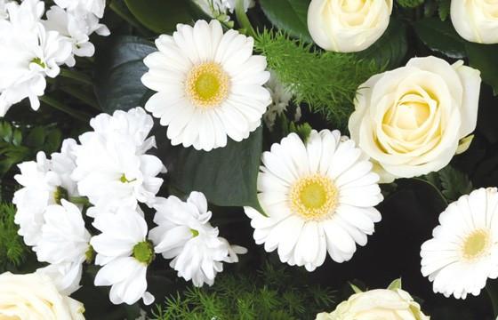 zoom sur les fleurs de la composition de fleurs