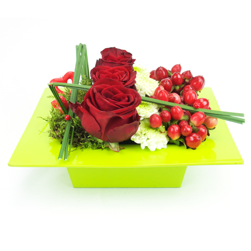 Composition st valentin originale compos de roses rouges et coeurs rouges for Comcomposition florale saint valentin
