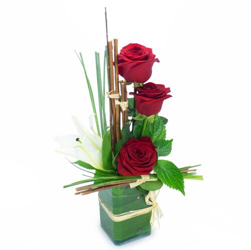 Composition de roses rouges et lys blanc 1achat 1don for Fleur pas chere a planter
